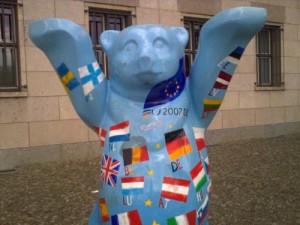 Euro-Bär vor dem Finanzministerium in Berlin